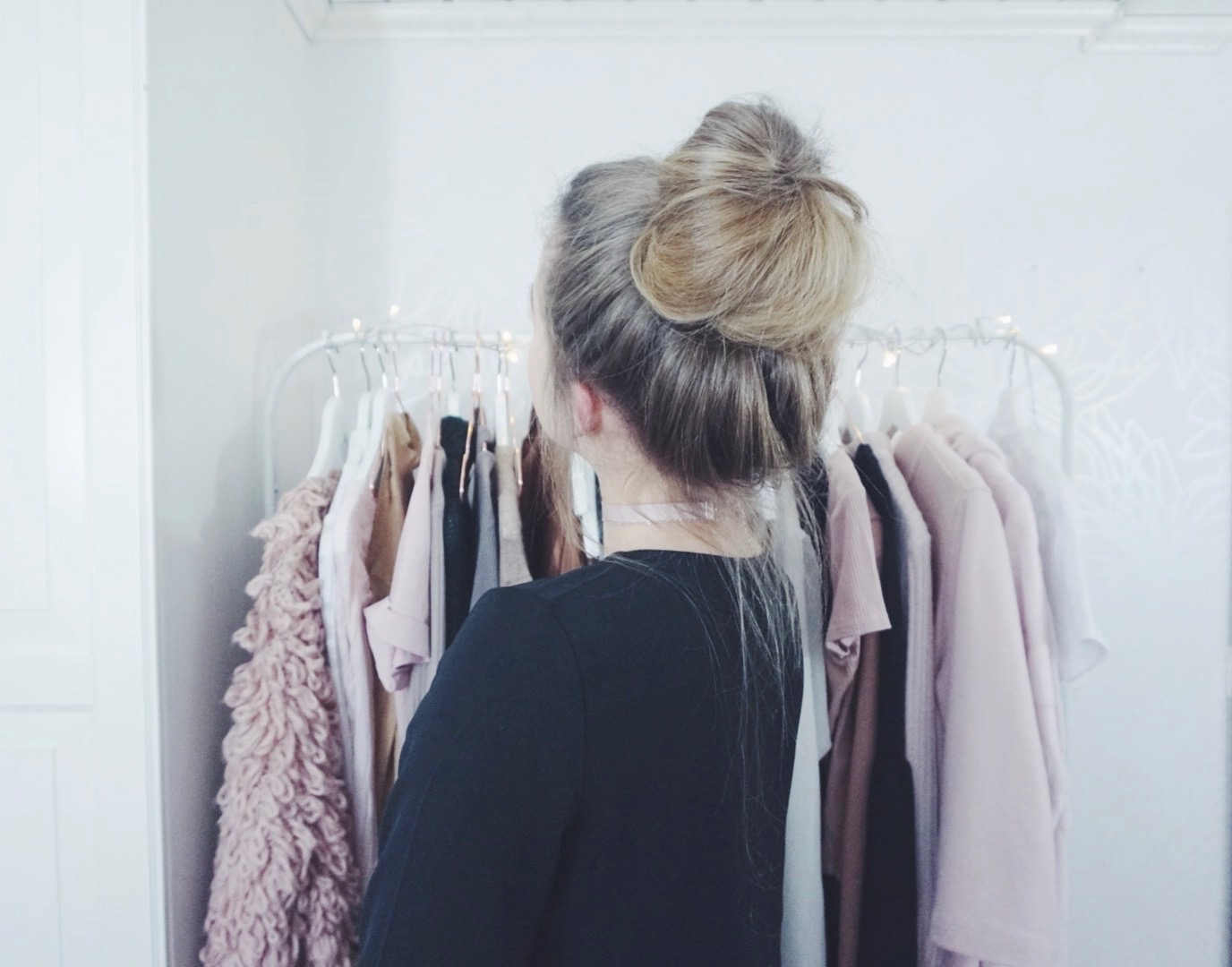 Messy Bun Hair Tutorial Cornelia Myrberg